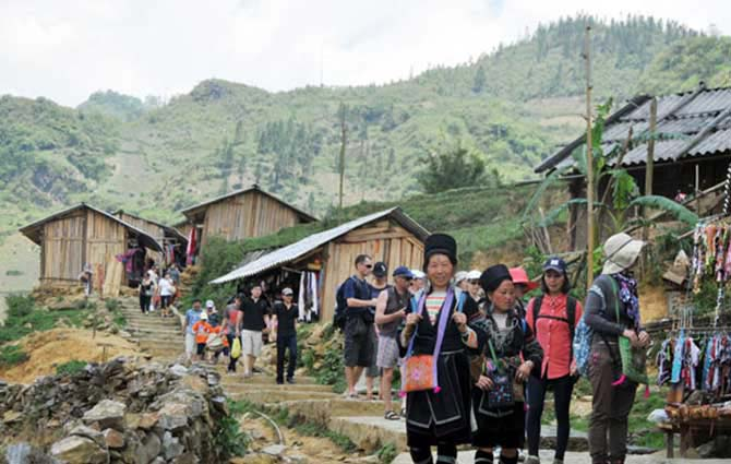 Sapa Trekking - Bac Ha Market 2 days 1 night