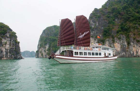 Bai Tu Long Bay 1 Day – Swan Day Cruise