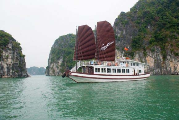 Bai Tu Long Bay 1 Day – Swan Day Cruise