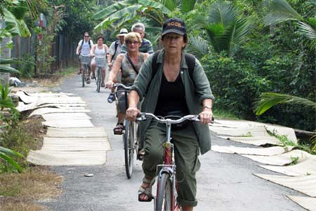 Mekong Delta Tour: Cai Be Floating Market – Tan Phong Island 1 Day