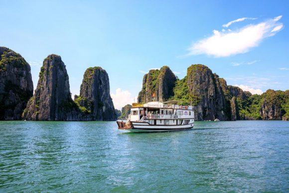 Halong Bay Cruise – Cozy Bay Cruise