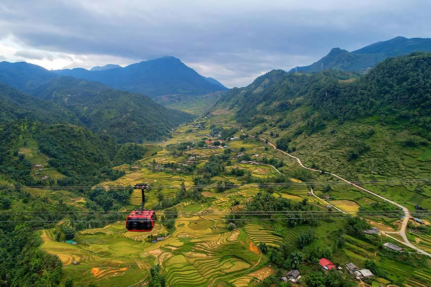 Hoang Lien Son mountain range, spectacle on the roof of Vietnam