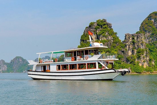Halong Bay Luxury 1 Day Tour – Wonder Bay Cruise