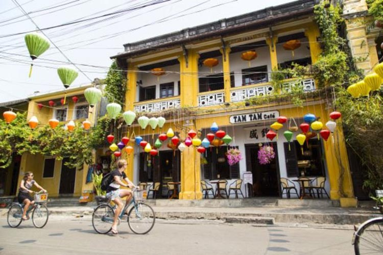 Vietnam's Hoi An goes easy on British wallets