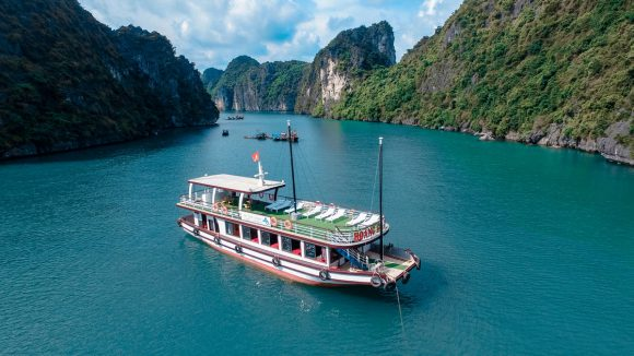 Lan Ha Bay 1 Day – 7 Hours On The Bay