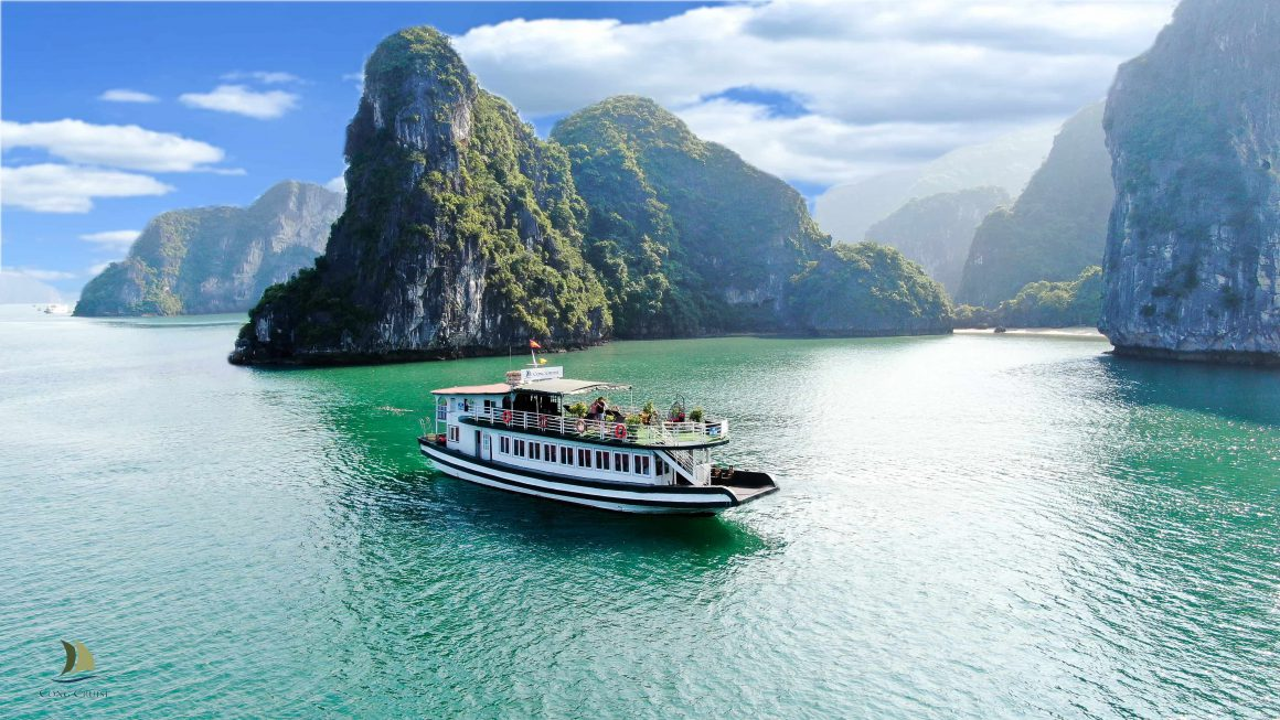 Cong Cruise: Longest route for 1-Day trip in Halong Bay
