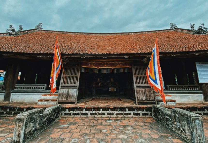 Duong Lam village charms visitors with ancient ambiance